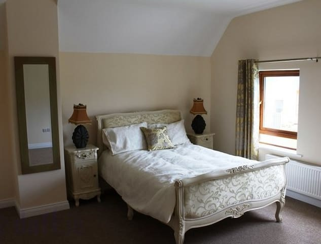 Deluxe Double bedroom with en-suite - Rooskey - Bed & Breakfast