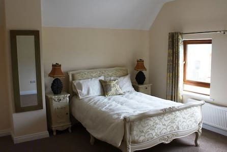 Deluxe Double bedroom with en-suite - Rooskey - Pousada