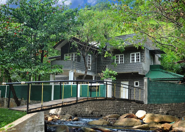 FOREST BUNGALOW  IN KANDY