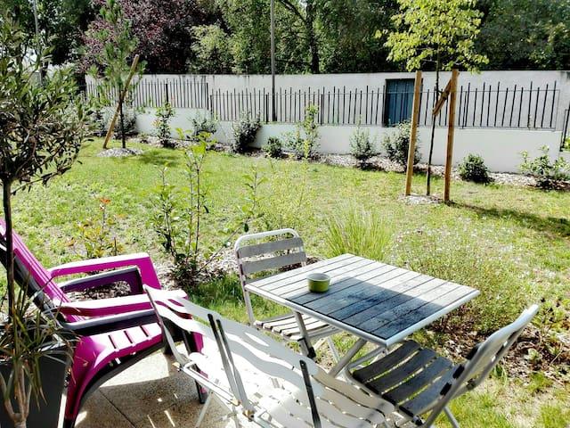 Nantes / appart avec terrasse à 2 pas du tramway