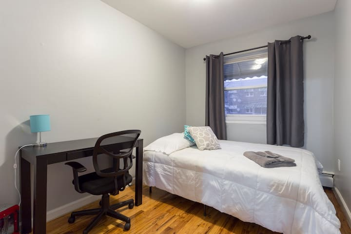 Private Room for 2, Community House NYC (2A) - ブロンクス区 - 一軒家