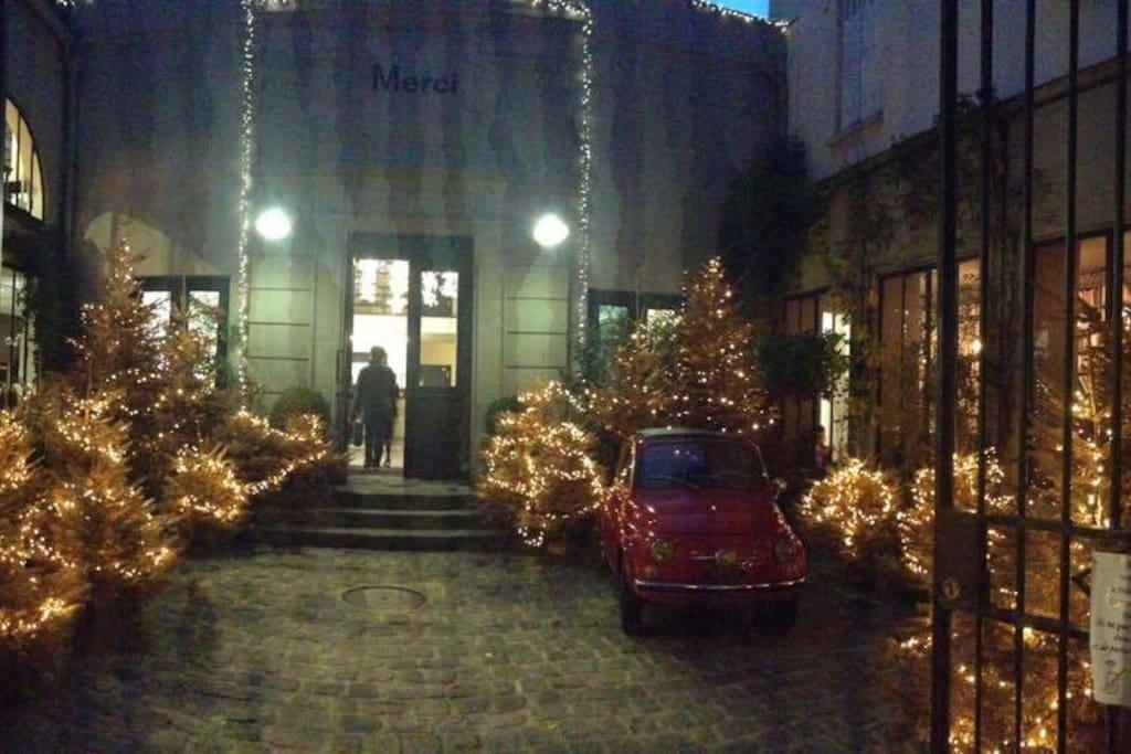 Merry Christmas in Paris!!! Féérie de Noël autour du concept store MERCI!!!