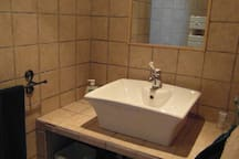 douche à l'italienne donnant accès dans la chambre parentale