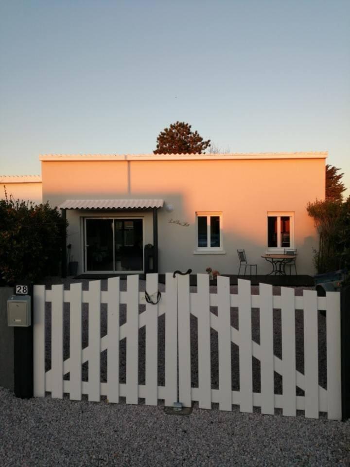 LéSaRo : petite maison de plage barnevillaise