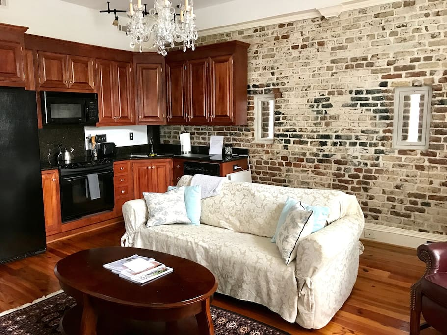 Historic Carriage House In Center Of Town Apartments For Rent In Charleston South Carolina