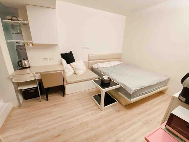 Simple Loft near MRT Zhongxiao Fuxing Station 忠孝復興