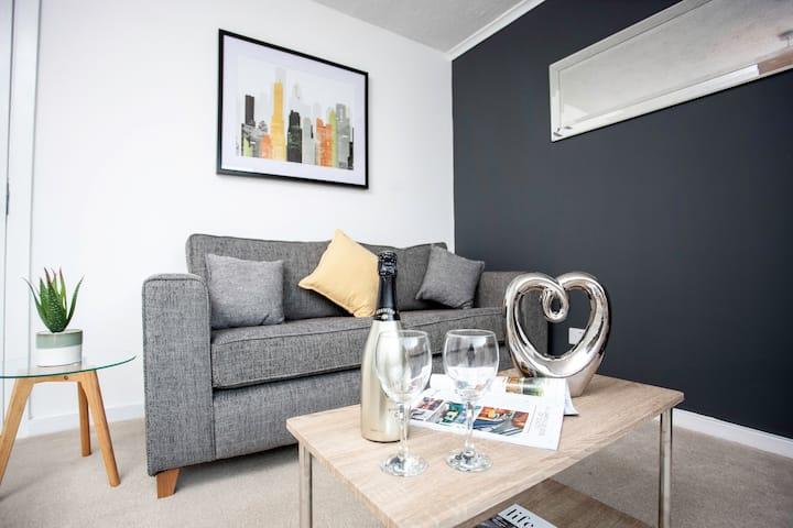 Hebburn House 4 Double  Bedrooms- Workstays UK