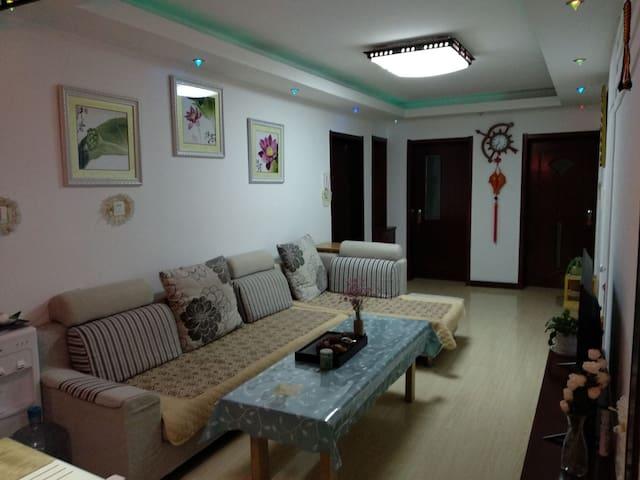 市中心 幸福门 刘公岛 三室一厅适住六人