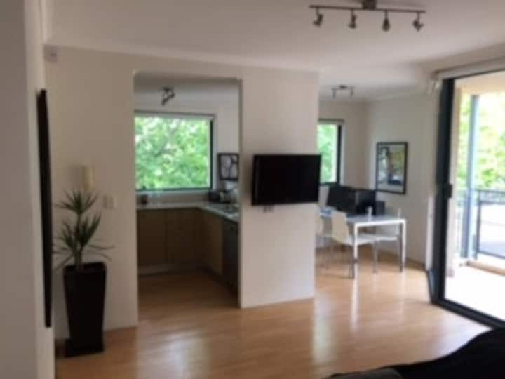 Modern spacious 1 bed apartment  & sec parking