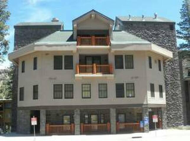 Kirkwood Ski Condo steps from #6 (Cornice) lift