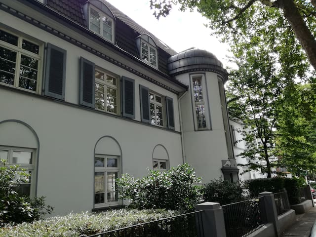 Jugendstil-Galeriewohnung am Kaiserpark Nähe Ddorf