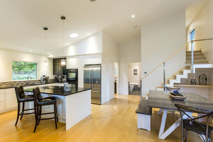 Ridgemont Roost - Modern Luxury Eco Home