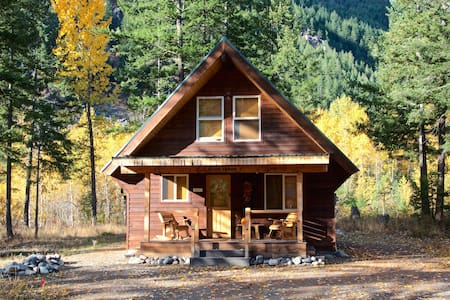 Charming River House located in Mazama, WA!