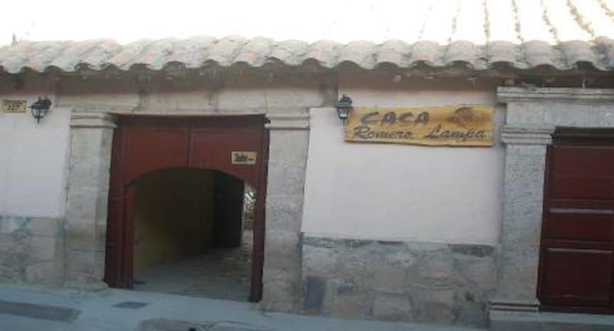Casa Colonial en el pueblo de Lampa - Lampa - House