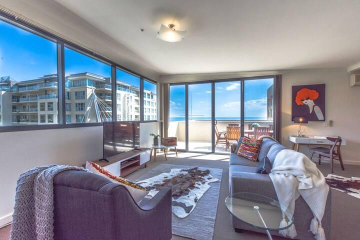 Stunning Glenelg Oceanview Apartment w/ WIFI