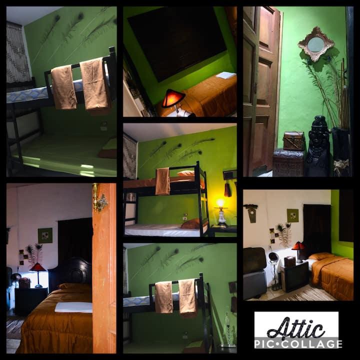 Mendoza's GUESTHOUSE The Attic 3 o'4 personas $28