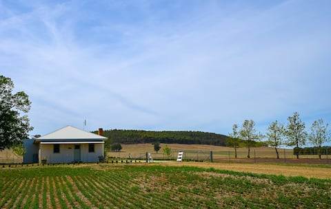 'Woodlands Cottage' - Charming Stop off the Hume