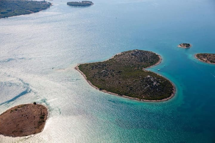 Galešnjak - Love island