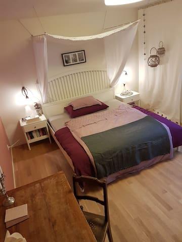 Grosses Gästezimmer mit Doppelbett in Luzern - Lucerne - Hus