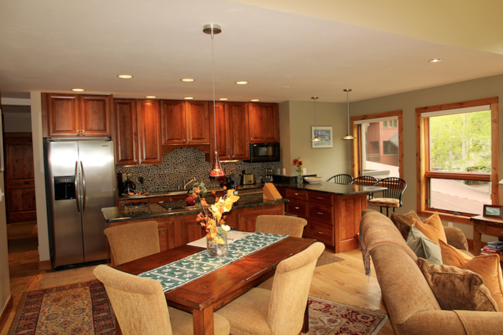 Cimarron Lodge 1 - the dining and kitchen areas are perfect for family gatherings.