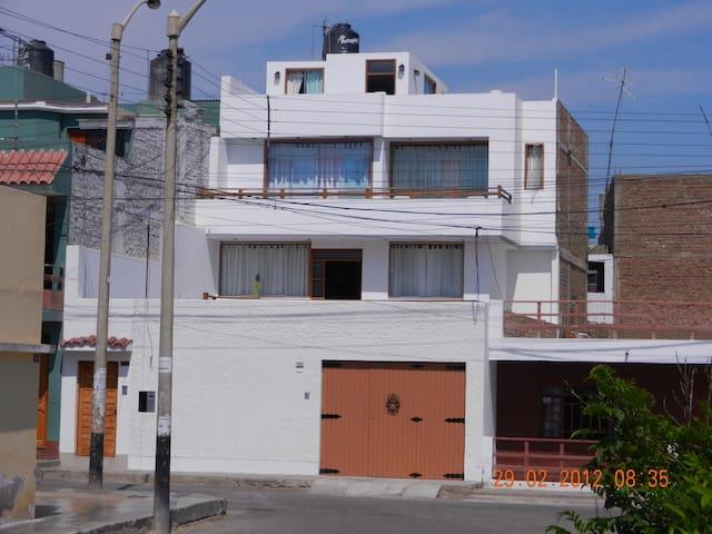 linda casa a 150 mts del mar - Huanchaco - House