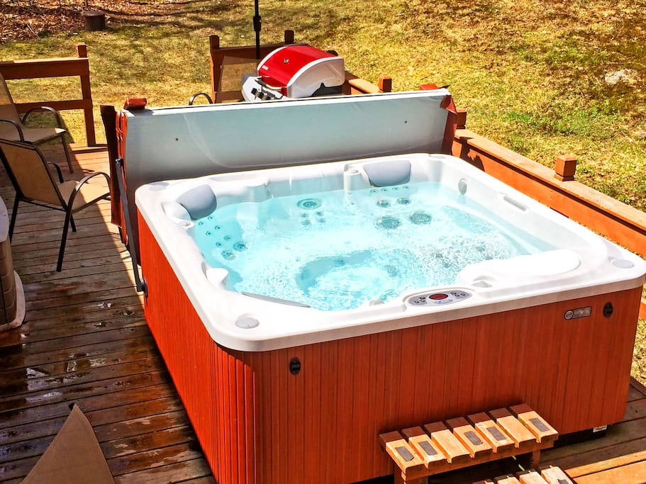 Great big hot tub! Perfect in winter and summer.