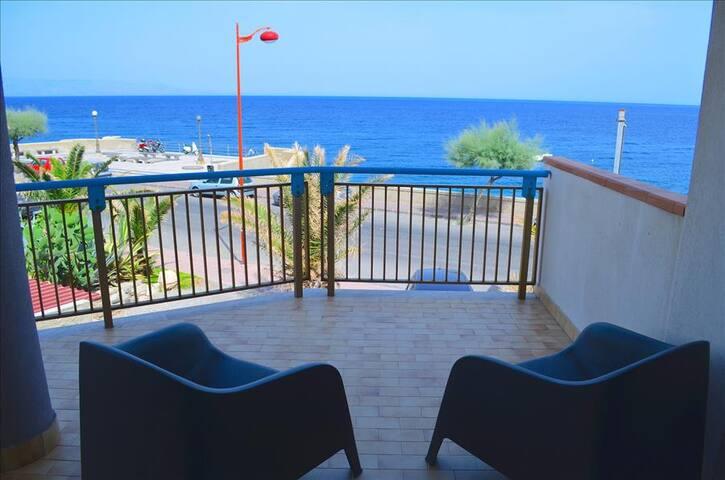 Acquamarina 8 - apartment in front of the beach - Santa Teresa di Riva - Apartamento