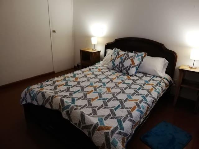 Habitación cama doble en el barrio La Macarena
