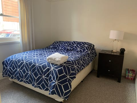 Cozy private bedroom minutes from Manly beach