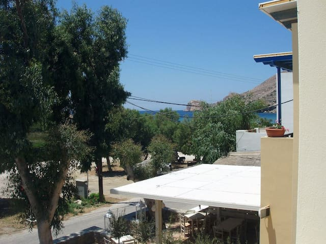 Aithrio (2nd room triple with space for camp bed) - Siros - Bed & Breakfast