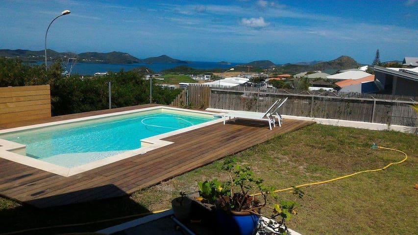 Grande villa vue mer et piscine proche de Noumea - Dumbéa - บ้าน