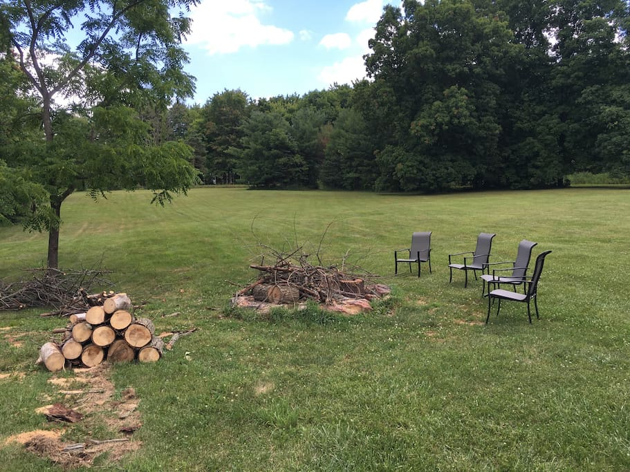 Large outdoor fire pit- great for roasting marshmallows!
