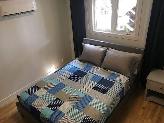 Master Bedroom w. Queen Bed