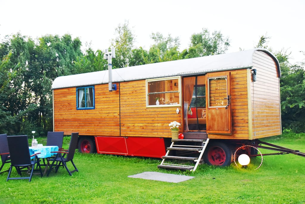 vintage zirkuswagen im gro en garten campers rvs zur. Black Bedroom Furniture Sets. Home Design Ideas