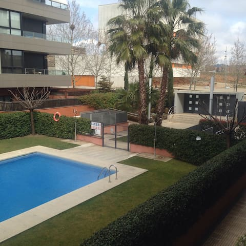 Precioso piso céntrico ,piscina . - Sant Cugat del Vallès - Apartment