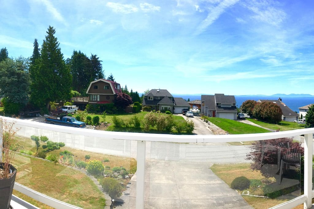 Oceanviews from the sun drenched deck