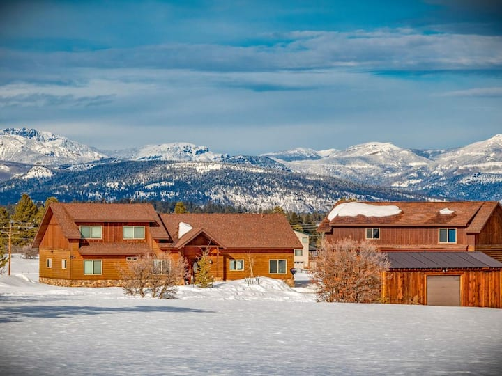 Pagosa Mountain Retreat Luxury Home with Views!