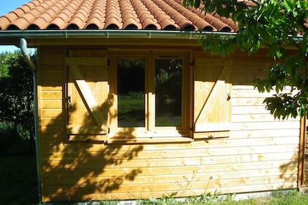 """Chambre d'hôtes """"La Halte"""" - chalet avec terrasse"""