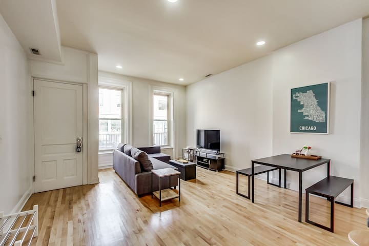 MARVELous Lincoln Park apartment near everything!!