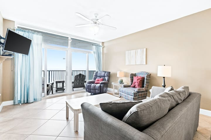 Airy, gulf front condo, Beach chairs included, Close to dining