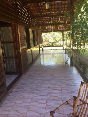 Alugo Casa de Campo em Porangaba - SP.