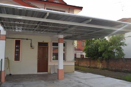Homestay Sri Nusa - Gelang Patah - Talo