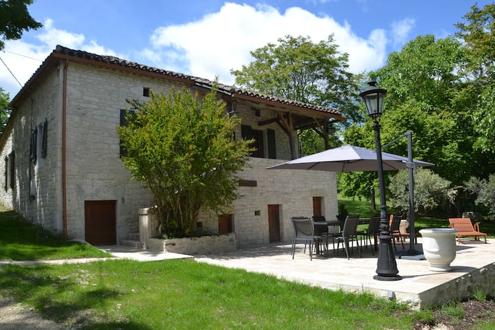 Jolie maison quercynoise, piscine, grand jardin