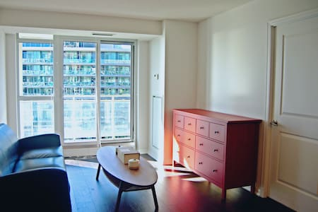 Fantastic Downtown Private Room & Private Bathroom - Toronto - Condominium