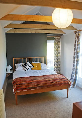 Private entrance kingsize 'annex', ensuite+parking - Falmouth - Hus