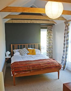 Private entrance kingsize 'annex', ensuite+parking - Falmouth - Casa