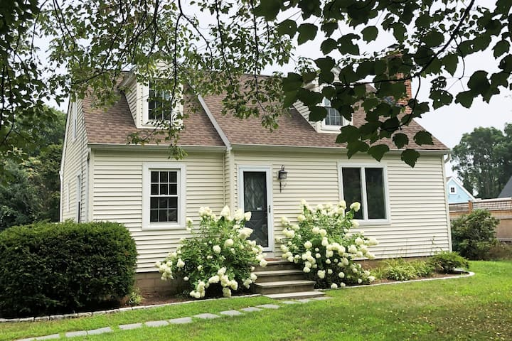 NEW! Immaculate, renovated beach cottage, Clinton