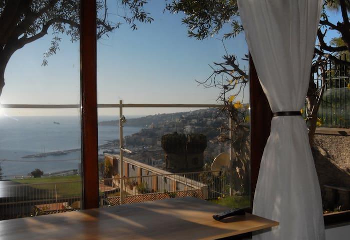 Dependance panoramica con giardino a Chiaia