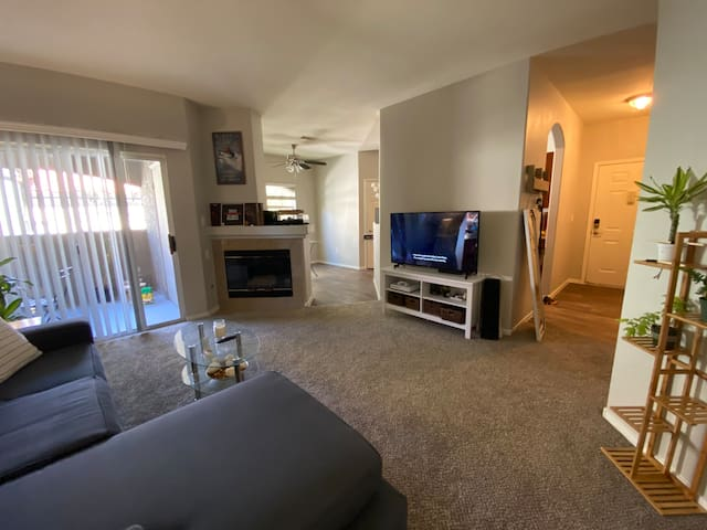 Room with Private Bath in the heart of summerlin!