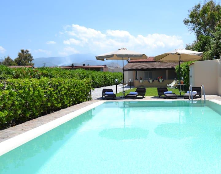 Villa Graziosa vicinissima al mare con piscina